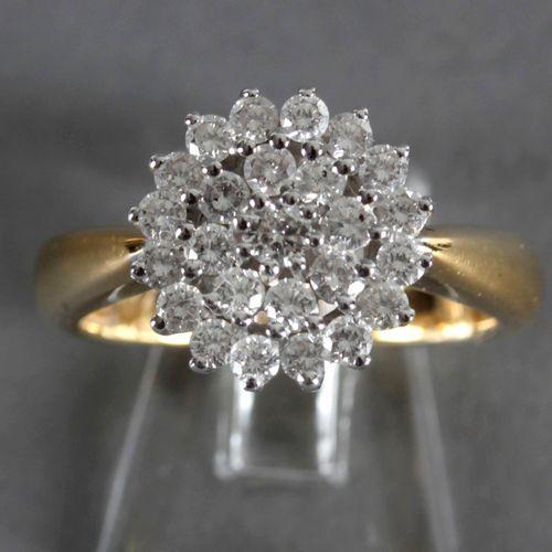 Ring mit 25 Brillanten, 750er GG, ,Mittelstein von ca. 0,08 ct, umgeben von zwei…