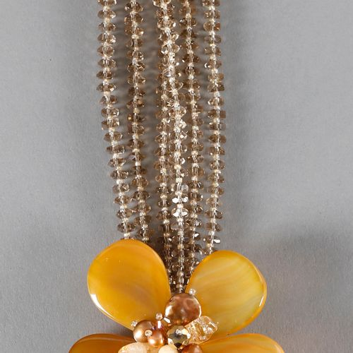 Collier mit Glasblumen, Modeschmuck, ,drei aus schön geformten Steinen bestehend…