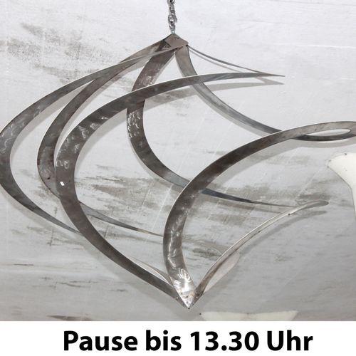 Hängespirale, Hängeobjekt aus Edelstahl, ,H: 130 cm, D: 130 cm, Skulptur aus dem…