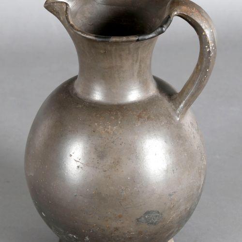 Kopie einer etruskischen Oinochoe, wohl 19. Jh., ,leicht ovoide Form mit elegant…