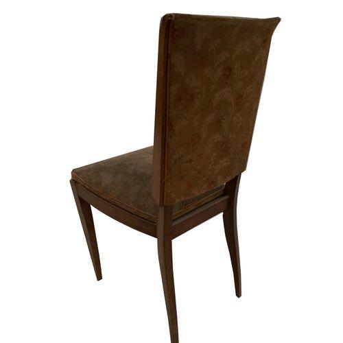 Chaises Série de six chaises. Assise et dosseret tissu. Restauration à prévoir.