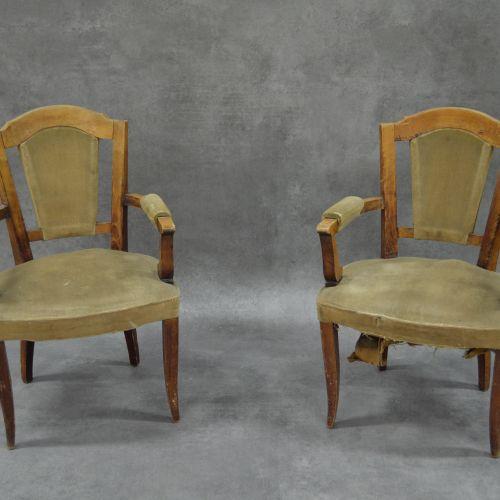 Fauteuils Paire de fauteuils . Bois et tissu. Accoudoirs bois. Restauration à pr…