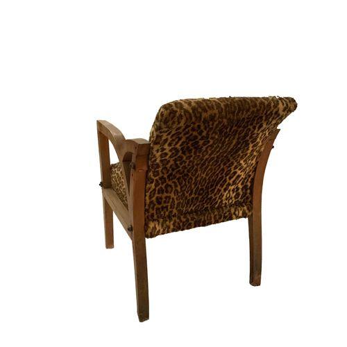 Fauteuil Paire de fauteuils . Tissu léopard. Accoudoirs bois. Restauration à pré…