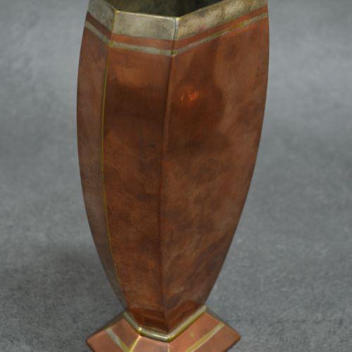 CHRISTOFLE Vase. Dinanderie art déco. CHRISTOFLE . Somptueux travail. Année 1925…