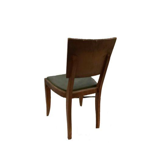 Chaises Série de quatre chaises . Assise velours vert. Dossier bois plein. Resta…