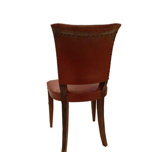 Chaises Série de six chaises . Assise skaï rouge. Restauration à prévoir.