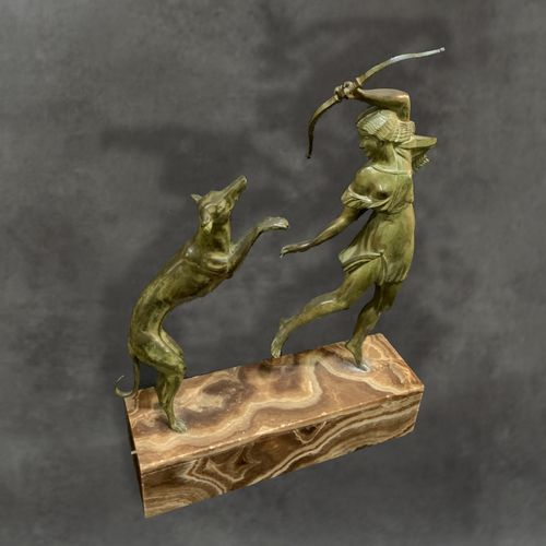 GALLO Sculpture bronze à patine verte sur terrasse marbre. Attribuée à Gallo . P…