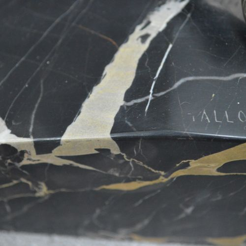 J. GALLO Très joli bronze signé J. GALLO sur terrasse de marbre Année 1930. L'en…