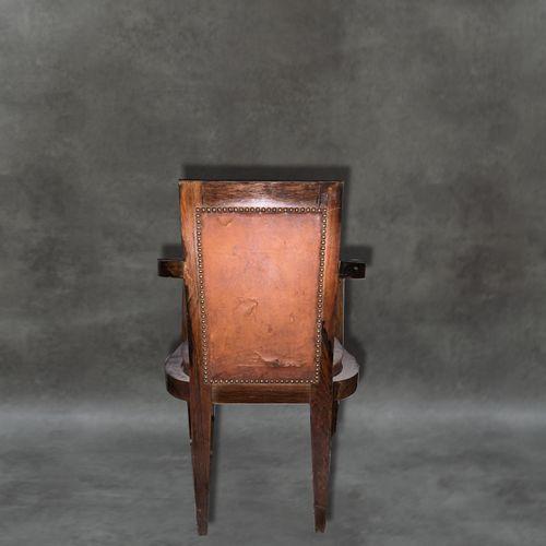 Fauteuil Fauteuil . Assise et dosseret cuir. Accoudoirs bois. Restauration à pré…