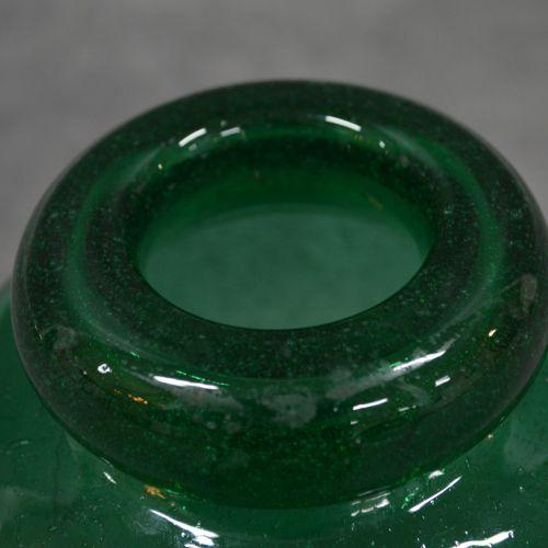 Vase Vase. Verre Vert émeraude. Année 1940 1950 . Dimensions : 16 cm de diamètre…