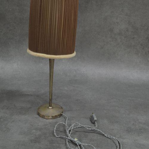 J.CODURE Lampe J.Coduré Lyon . Bronze argenté. Bel abat jour réalisé à la main. …