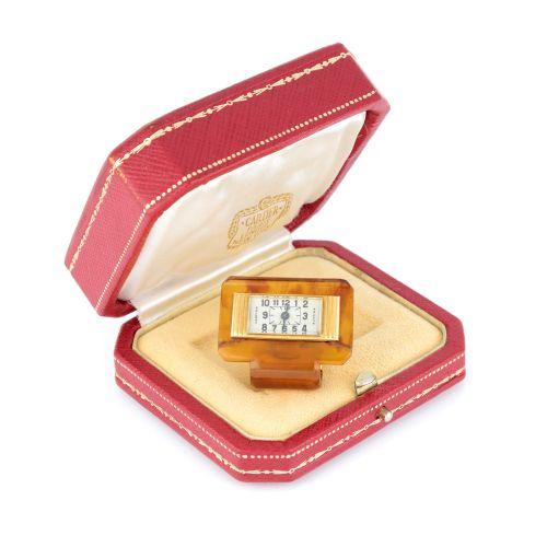 CARTIER Raro orologio a clip firmato Cartier in oro 18 carati e bachelite. Circa…