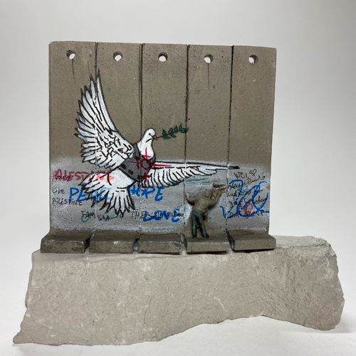 BANKSY Walled Off Hotel Wall Sculpture / DOVE OF PEACE ARMOURED (2019 2020) Larg…