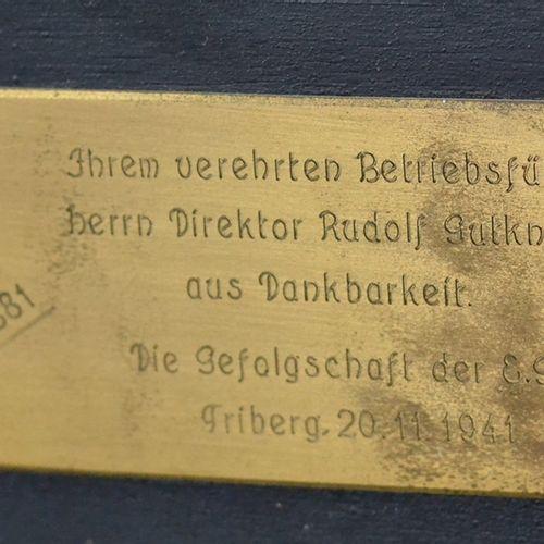 库存钟/纽伯格钟摆与底座,可能是瑞士,19世纪,黑色木质表壳,有花卉绘画和部分镀金,珐琅表盘有罗马和阿拉伯数字,釉面表盘门,启动,钥匙封闭,背面有献词牌,高50…