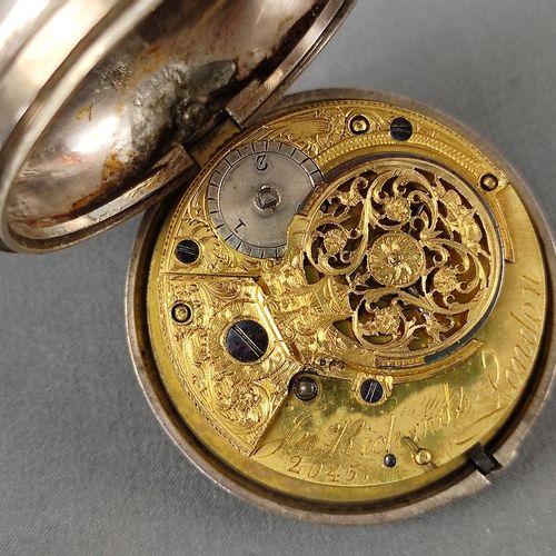 """钥匙表,珐琅表盘上有阿拉伯数字,纯银表壳,伦敦,乔治三世,1799年,制造商标记 """"KP"""",机芯签署 """"Jn.Richards London """"和编号2045,…"""