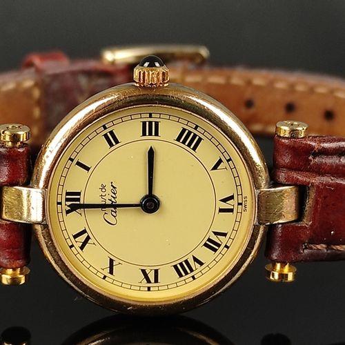 女士腕表,卡地亚,型号Vermeil,巴黎,纯银表壳,镀金,印记和编号032266/590004,表冠有凸圆形蓝宝石,皮表带有针扣,表盘直径2.3厘米