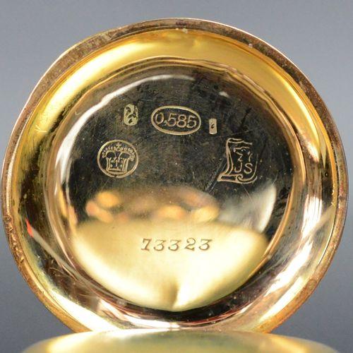 小怀表,装饰有花卉图案,红色和蓝色的珐琅,底部中心有小单字,盖子是585/14K金,中间的盖子镀金,20世纪初,直径3厘米,22.3克(总重),运行在