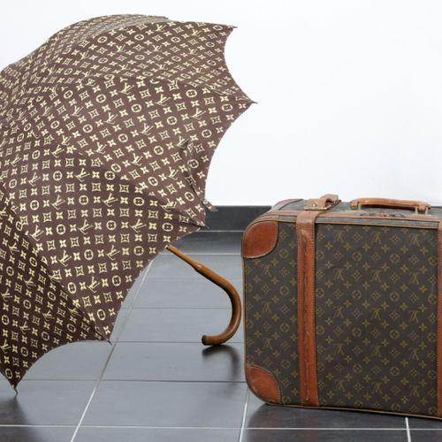 Louis VUITTON, Paris  VALISE (modèle Airbus) en toile monogram et cuir (40 x 60 …