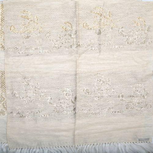 Christian DIOR  ETOLE en soie et fils d'argent à décor de motifs feuillagés.  Bo…