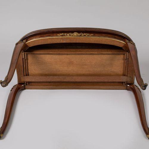 François LINKE (1855 1946). TABLE A JEU formant CONSOLE de forme oblongue à déco…