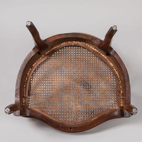 FAUTEUIL DE BUREAU canné en bois naturel mouluré et sculpté. Dossier mouvementé …