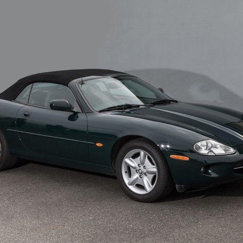 JAGUAR XK8 CABRIOLET de 1997 Cylindrée: 4000cc 209kw Couleur: British racing g…