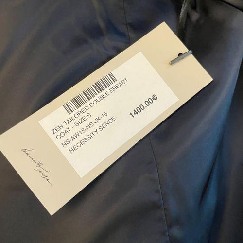 NECESSITY SENSE  Long manteau d'homme en laine vert foncé.  T.M  Largeur aux épa…