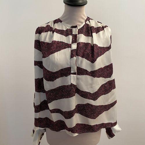 ISABEL MARANT  Blouse en soie et viscose ecru et motif animal violet et noir.  T…