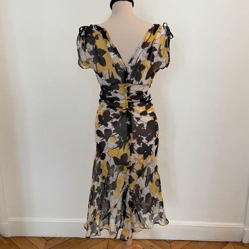 DIANE VON FURSTENBERG  Robe légère en soie à motifs de fleurs jaune, noir et bla…