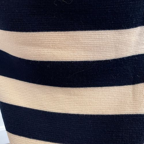 YVES SAINT LAURENT variation  Jupe tube en maille rayée blanc et bleu.  Largeur …