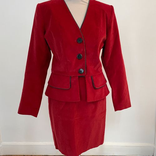 YVES SAINT LAURENT variation  Tailleur composé d'une veste et d'une jupe en velo…