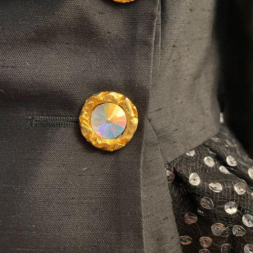 CHRISTIAN LACROIX  Tailleur de cocktail composé d'une veste et d'une jupe en soi…