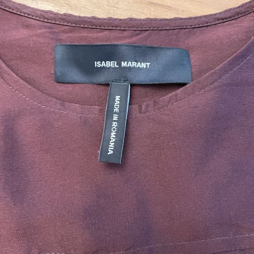 ISABEL MARANT  Robe à manches courtes en soie bordeaux.  Taille 38, largeur aux …