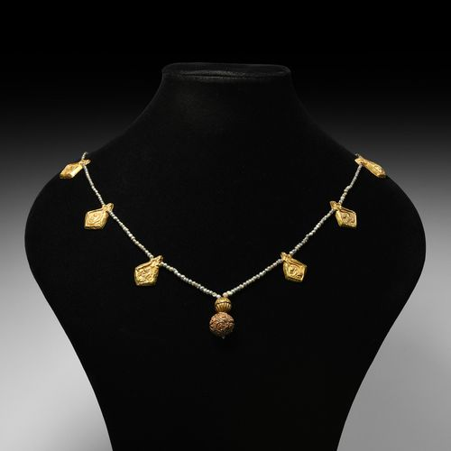 Collier à pendentif en or byzantin. 6e 9e siècle de notre ère. Collier de perles…