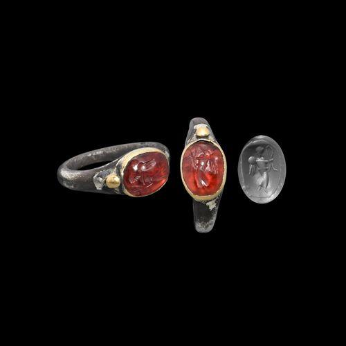 Bague en argent et or parthe avec pierre précieuse de la Victoire. 1er siècle av…