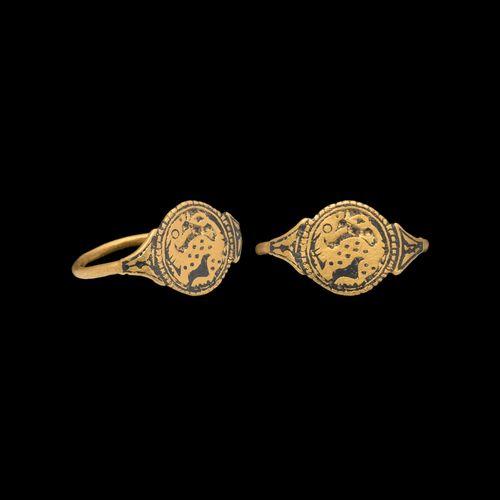 Bague en or ottonienne avec une bête. 9e siècle de notre ère. Bague en or à anne…
