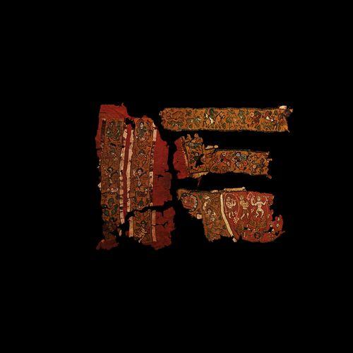 Groupe de fragments de textile copte avec des soldats romains. VIe siècle de not…