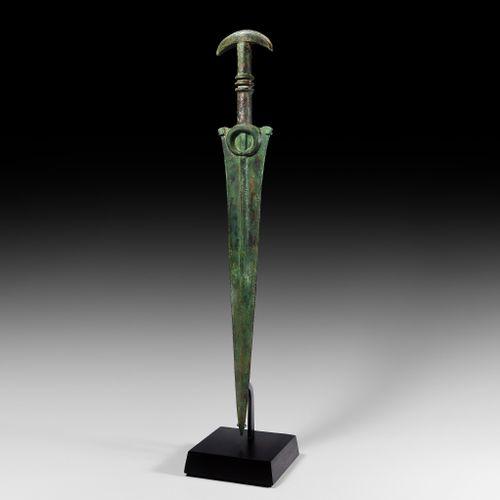 Épée courte Marlik avec pommeau en forme de croissant. 14e 10e siècle avant J. C…