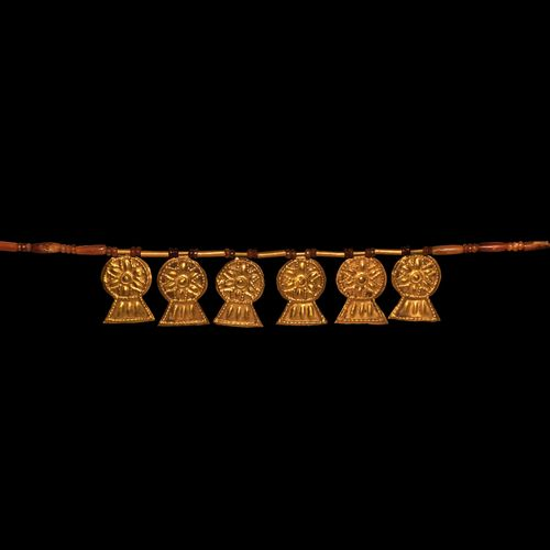 Collier de perles en or et cornaline Marlik avec pendentifs en or. 11e 9e siècle…