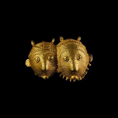 Pendentif Asante doré à double face. 20e siècle de notre ère. Un pendentif en ve…