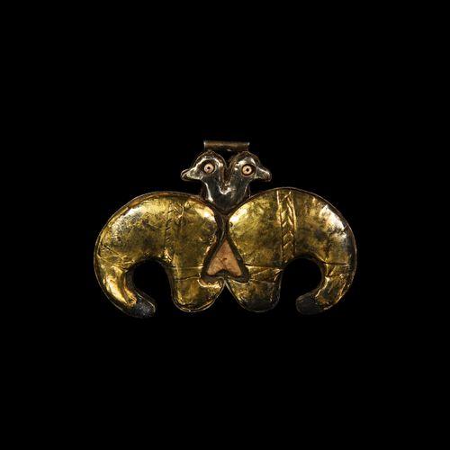 Pendentif oiseau Achéménide en argent plaqué or. 6e 4e siècle avant J. C. J. C. …