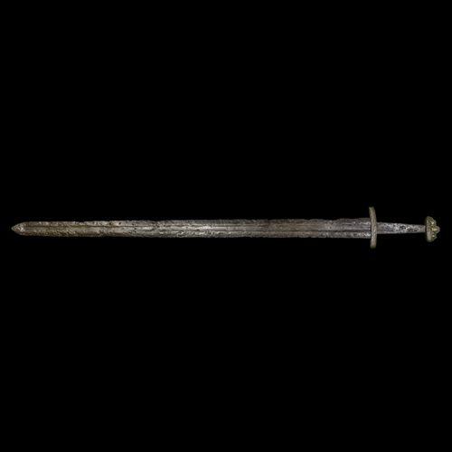 Épée viking avec pommeau à cinq lobes. Xe siècle de notre ère. Épée en fer à dou…