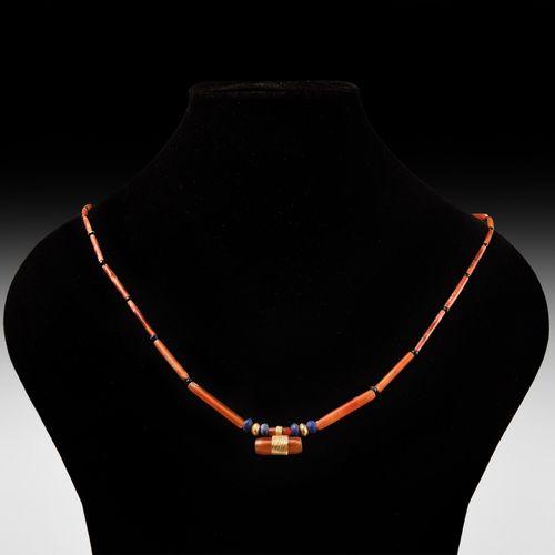 Collier de perles en élamite. 2e millénaire avant J. C. J. C. Collier de perles …