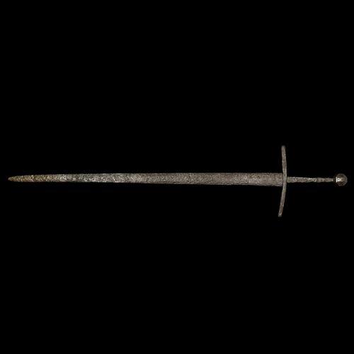 Épée médiévale à main et demi. Fin du XIVe siècle ou début du XVe siècle de notr…