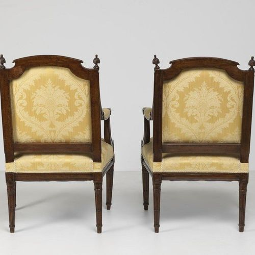 MANIFATTURA FRANCESE DEL XVIII SECOLO Pair of armchairs period Louis XVI with ba…