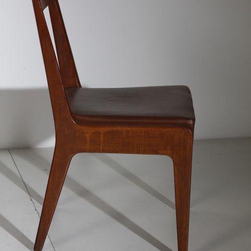 Manifattura Italiana MANIFATTURA ITALIANA 四把椅子。木材和软垫皮革。Cm 45.00 x 84.00 x 42.00.…