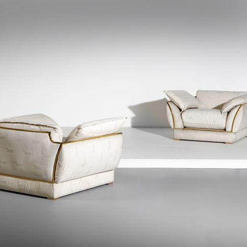 SMANIA ALBERTO ALBERTO Paire de fauteuils. Bois et tissu rembourré. Cm 96,00 x 6…