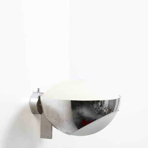 INGRAND MAX (1908 1969) MAX 1963年由Fontana Arte生产的壁灯。黄铜镀镍,磨砂玻璃。Cm 22.00 x 15.00 x…