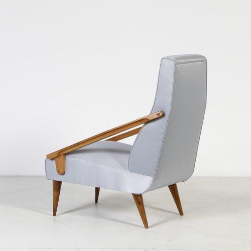 PONTI GIO (1891 1979) Fauteuil GIO fabriqué par Boucher et Fils. Bois de frêne e…