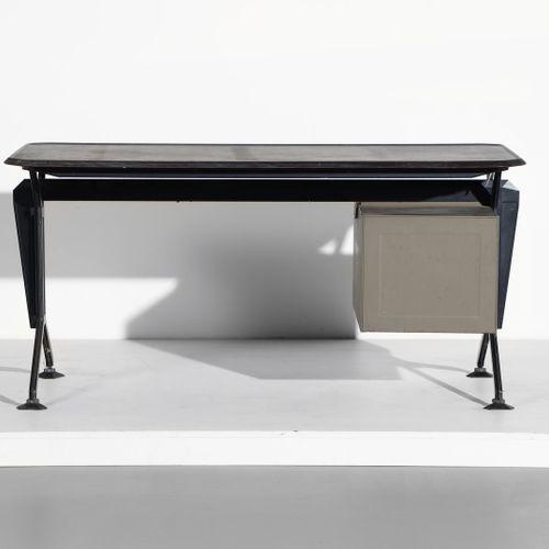 STUDIO BBPR STUDIO BBPR Bureau Arco pour Olivetti Synthesis. Métal peint et bois…